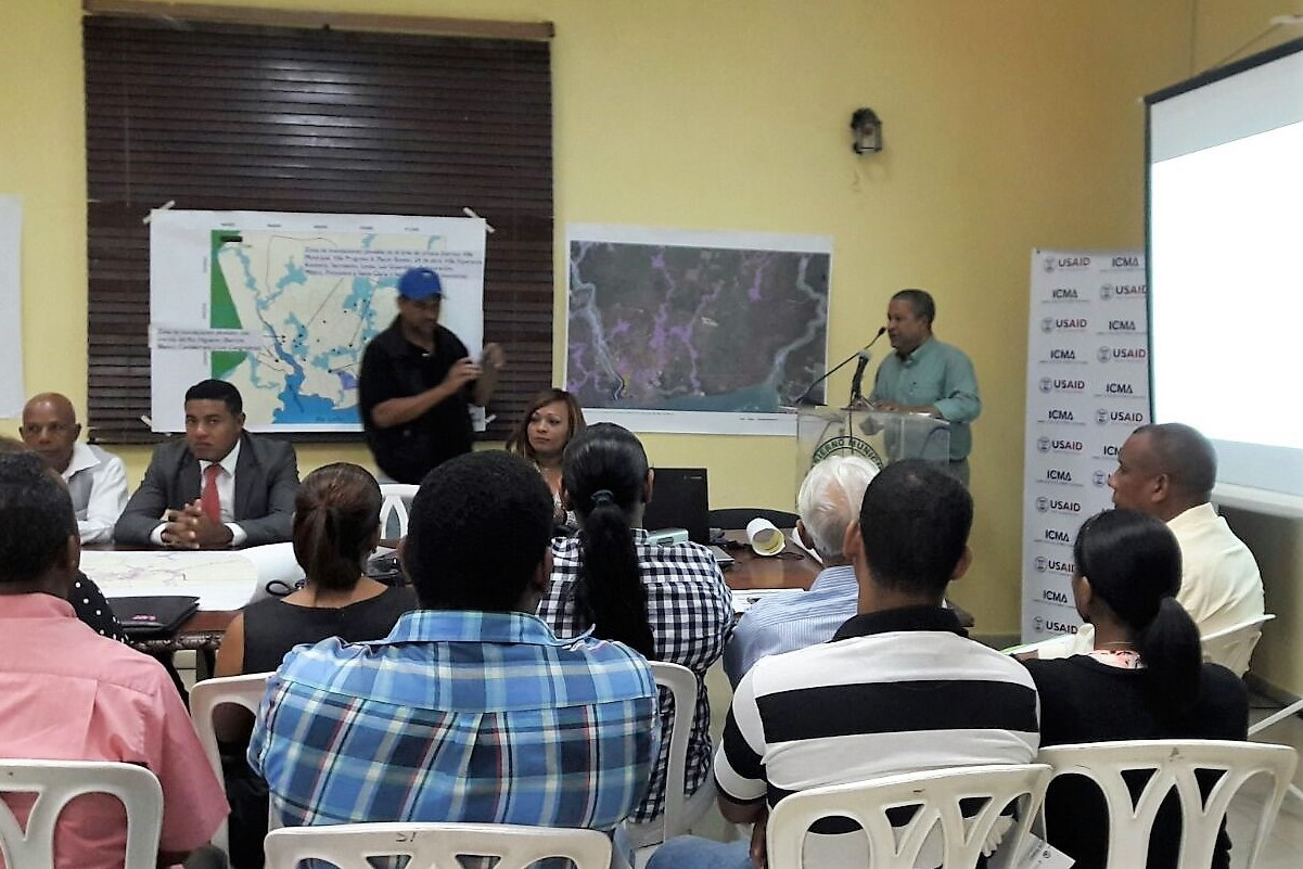 Work group on land use planning project in Dominican Republic